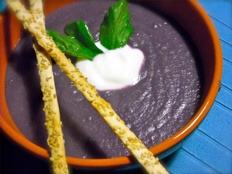 Crema di cavolo viola e yogurt