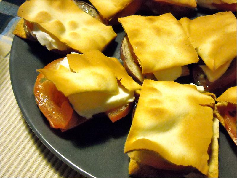 Quadratini di schiacciata alle melanzane grigliate
