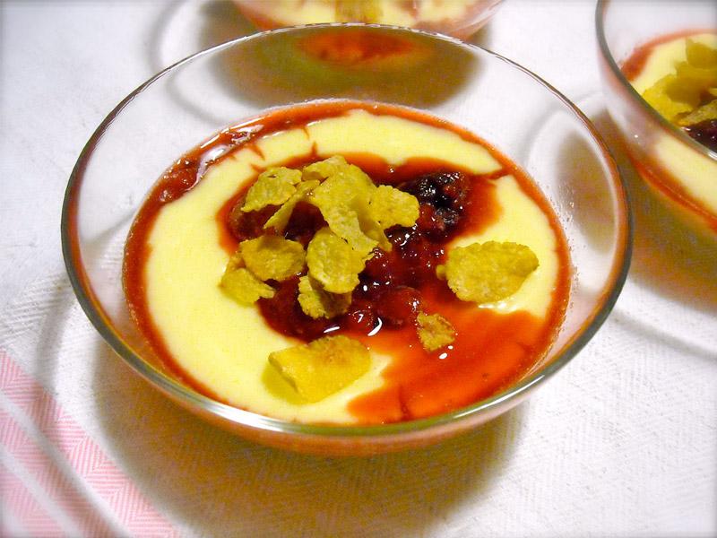 Coppette di crema allo zenzero con salsa ai frutti di bosco