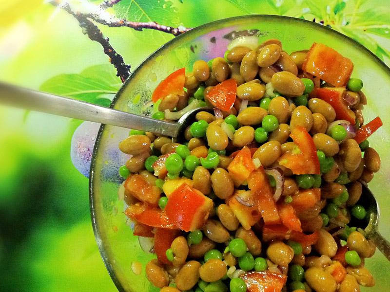 Insalata fredda di legumi al profumo di basilico
