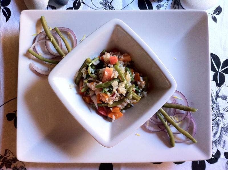 Insalata tiepida di riso selvaggio con fagiolini, basilico e buccia di limone