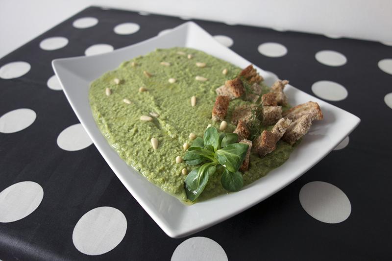 Crema di broccoletti siciliani con mandorle, pecorino e limone