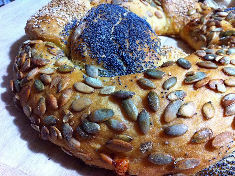 Treccia di pane ripiena ai 3 semi