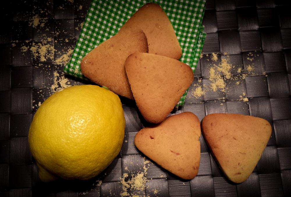 Triangolini rustici alla farina di mais e limone
