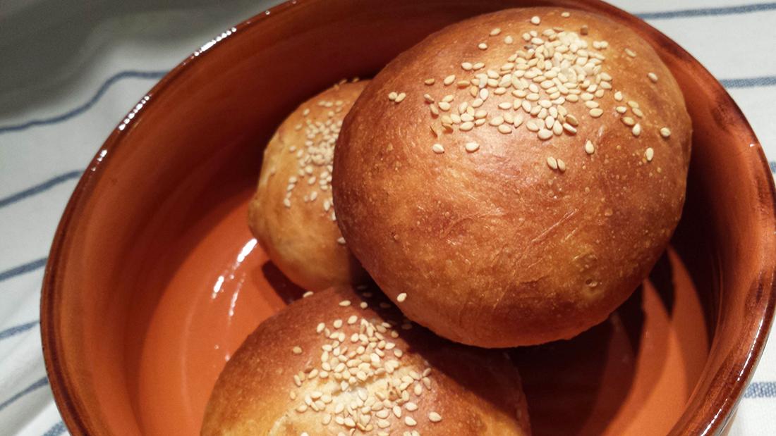 Burger buns #vegan con erba cipollina: panini per (ham)burger fatti in casa