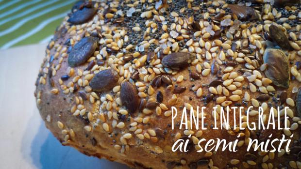 Pane integrale ai semi misti ... prima di partire per le vacanze!